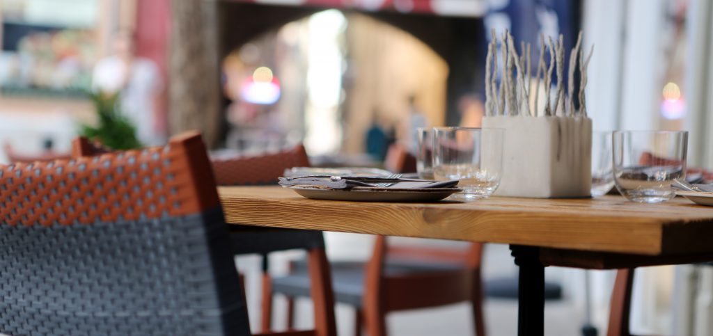 2014-07-life-of-pix-free-stock-photos-palma-restaurant-pavement-area-table-chair-city