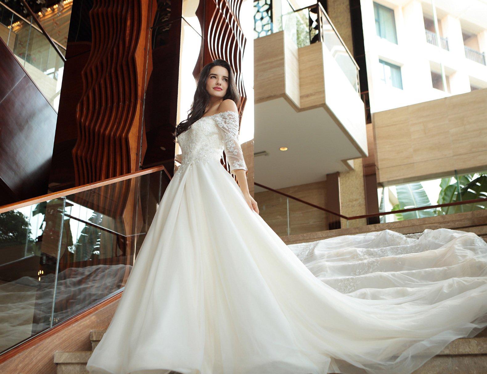 7fbd9da6 Butik med brudekjoler, selskabskjoler og konfirmationskjoler til ...