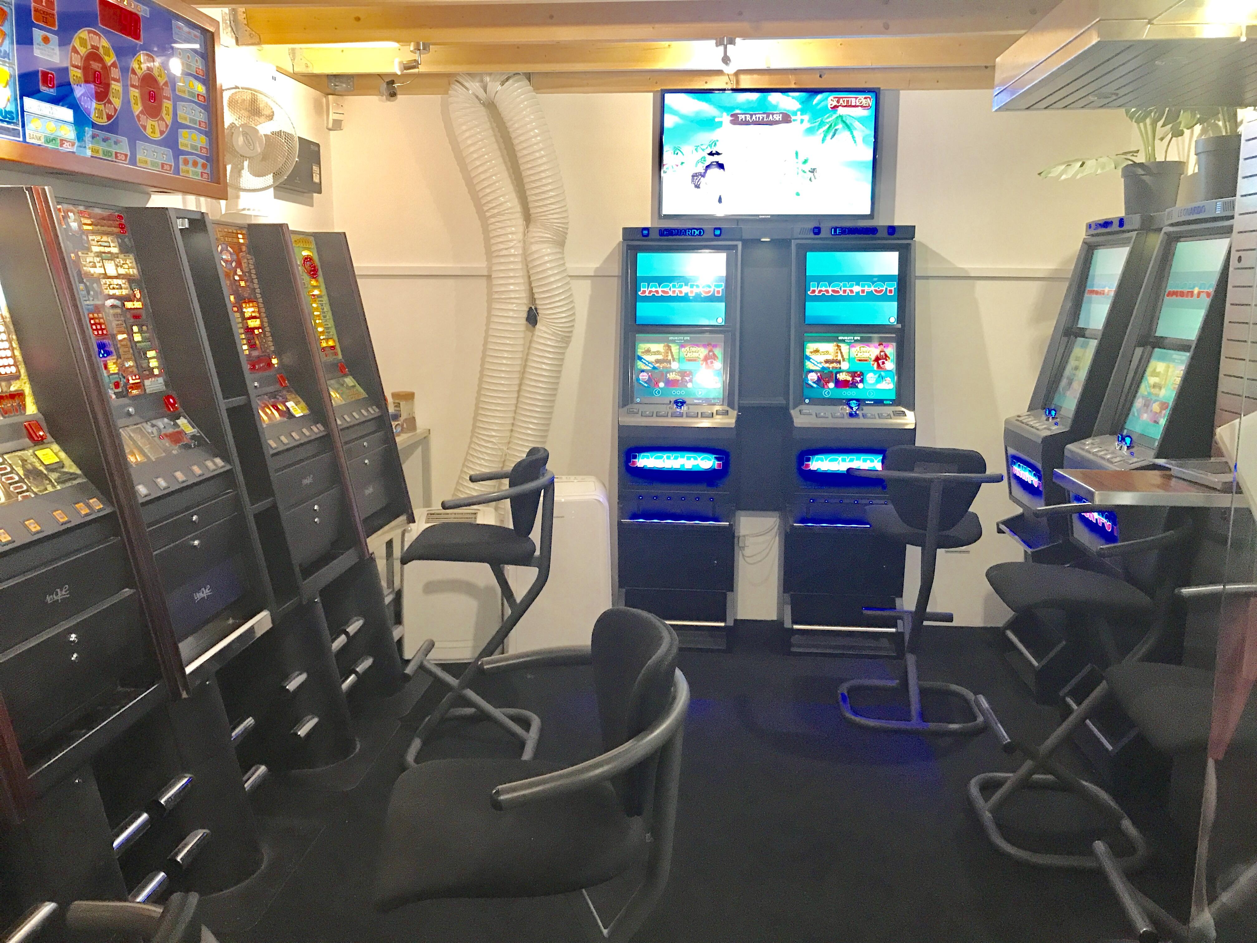 Kiosk Med Tilhørende Spillehal Til Salg