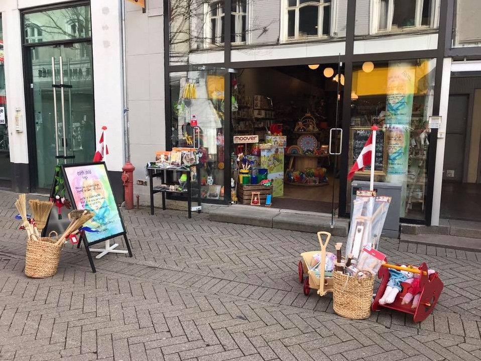 En magisk og eventyrlig legetøjsbutik til salg Saxis